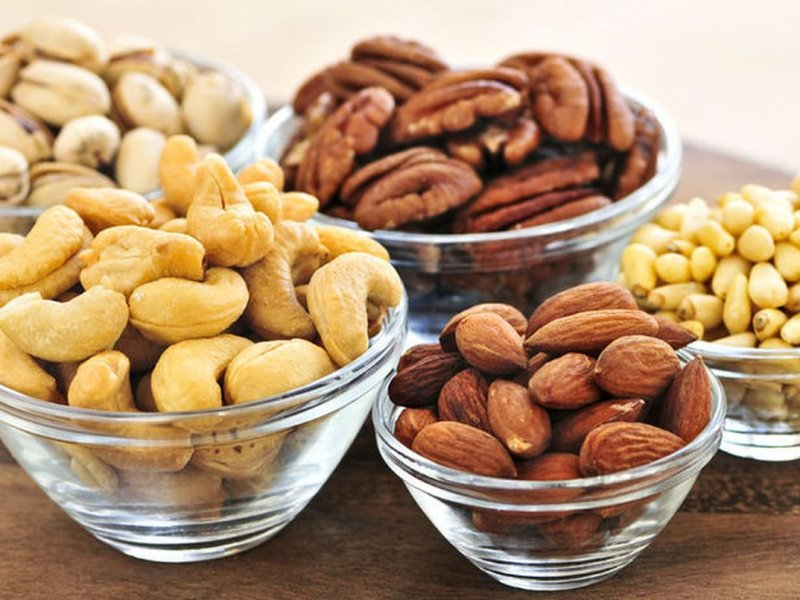 A daily handful of nuts helps not to gain weight