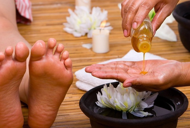 How to treat cracked heels at home