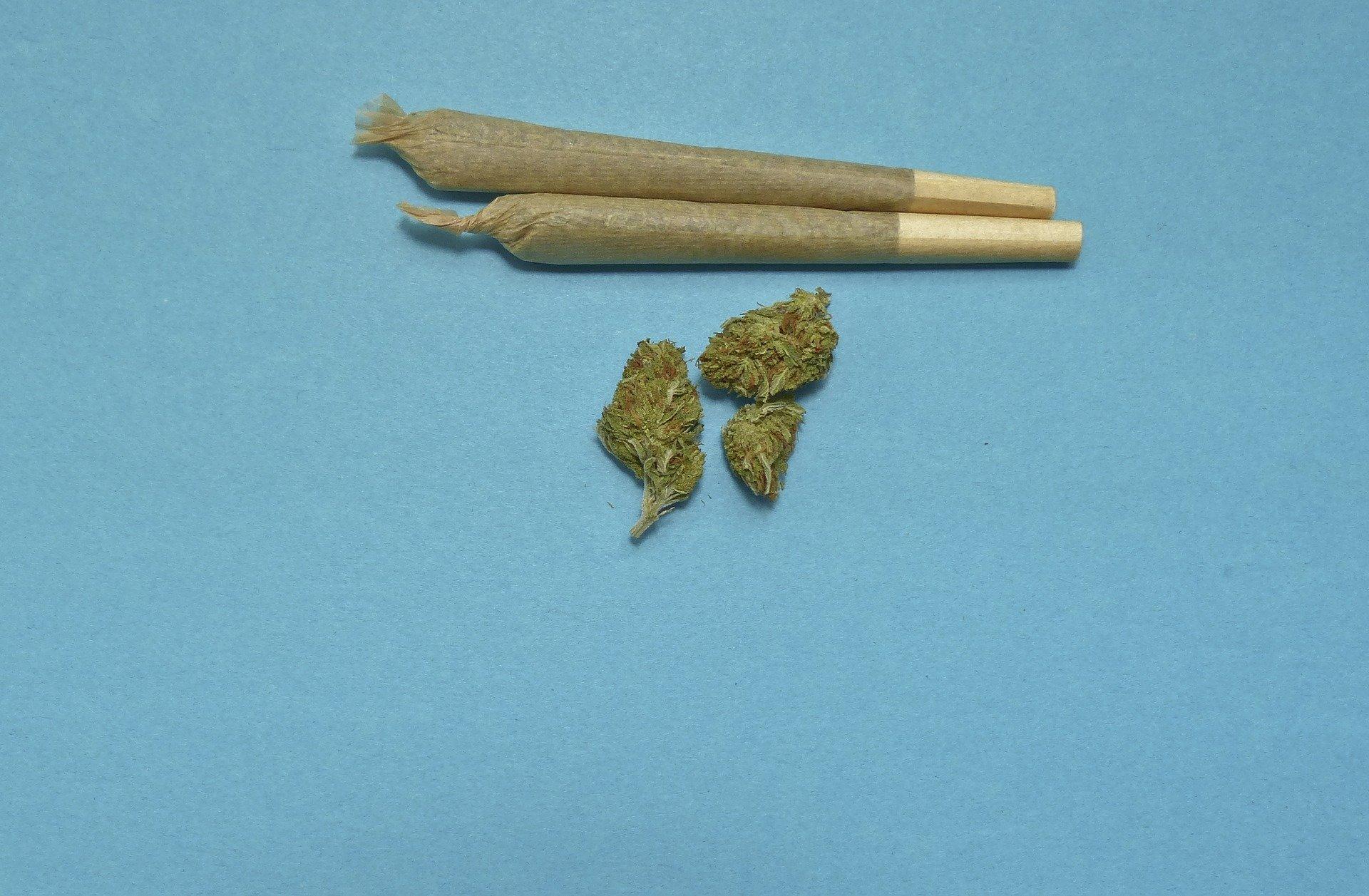 Teens increasingly choose pot over alcohol, cigarettes
