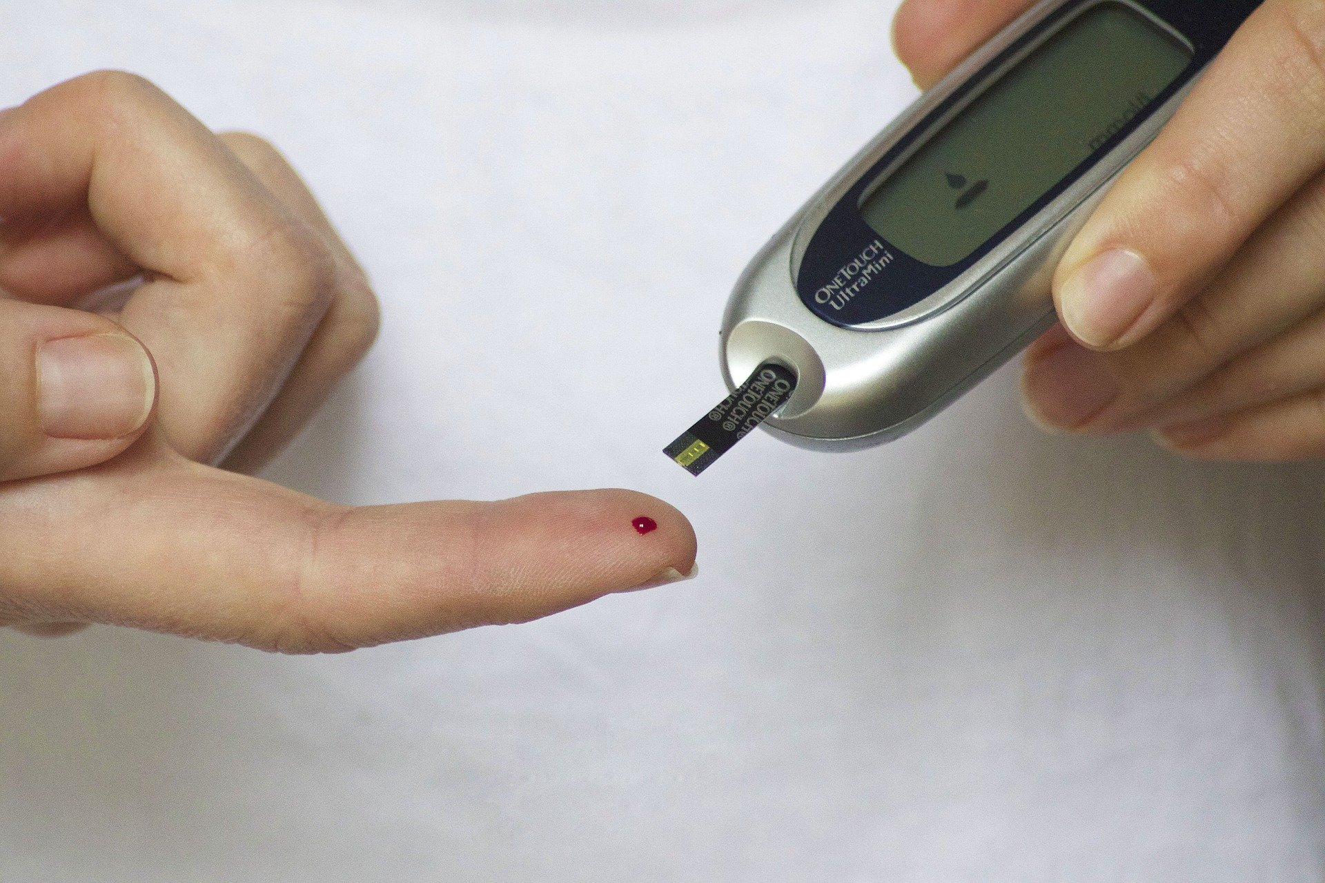 Association of area deprivation and regional disparities in the treatment of T1 diabetes