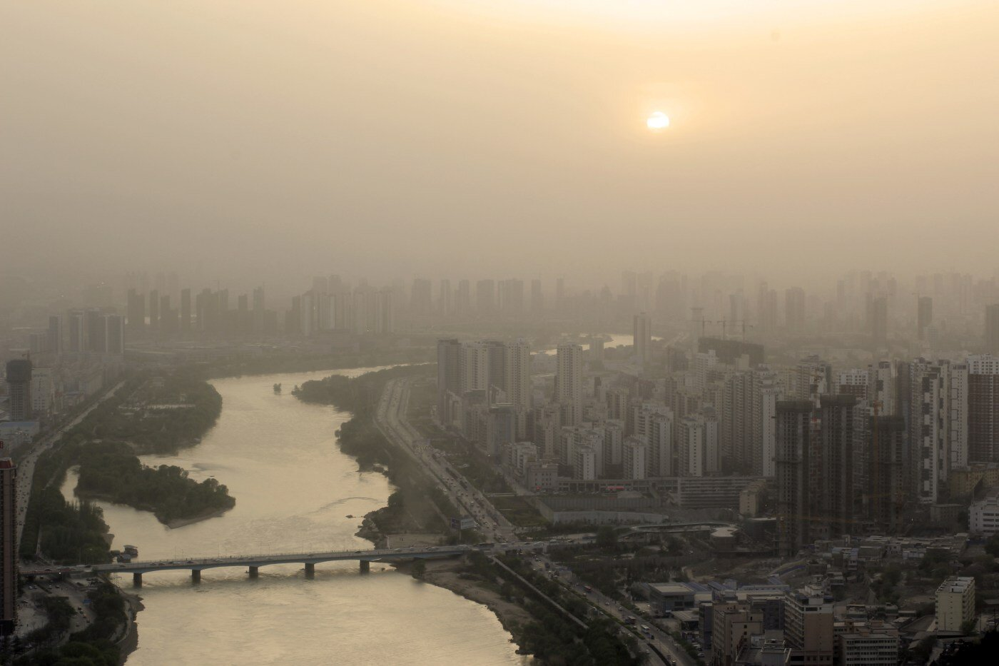 Air pollution's tiny particles may trigger nonfatal heart attacks