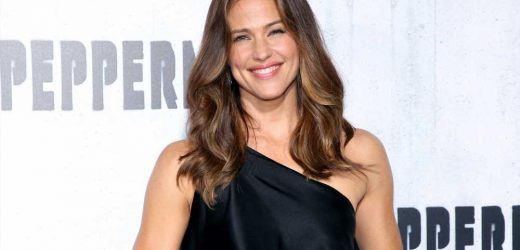 Jennifer Garner Can't Wait for Her Kids to Be Able to Have a 'Big, Old Germy Sleepover' Again