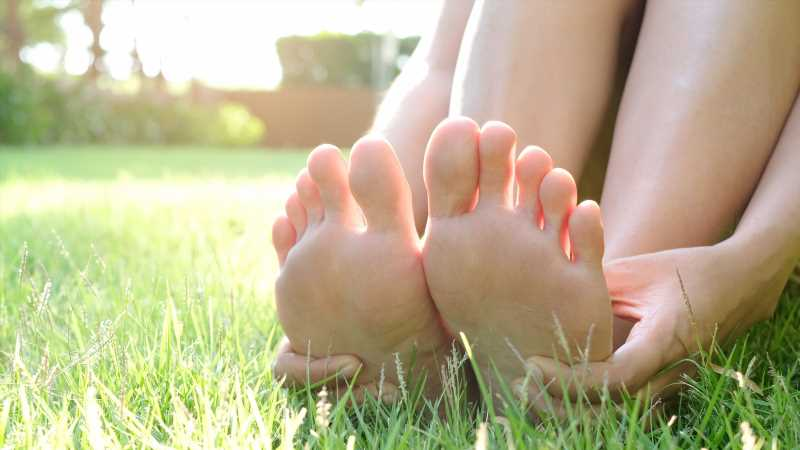 What Does It Mean When Your Left Foot Itches?